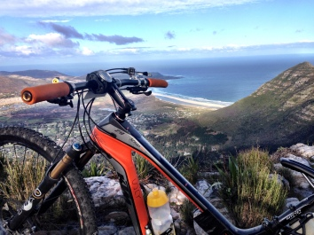 High up on my own on a freezing day (Noordhoek Peaks)
